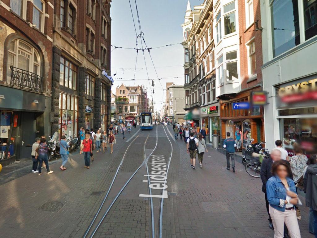esempio_via_pedonale-con_tram_amsterdam_1