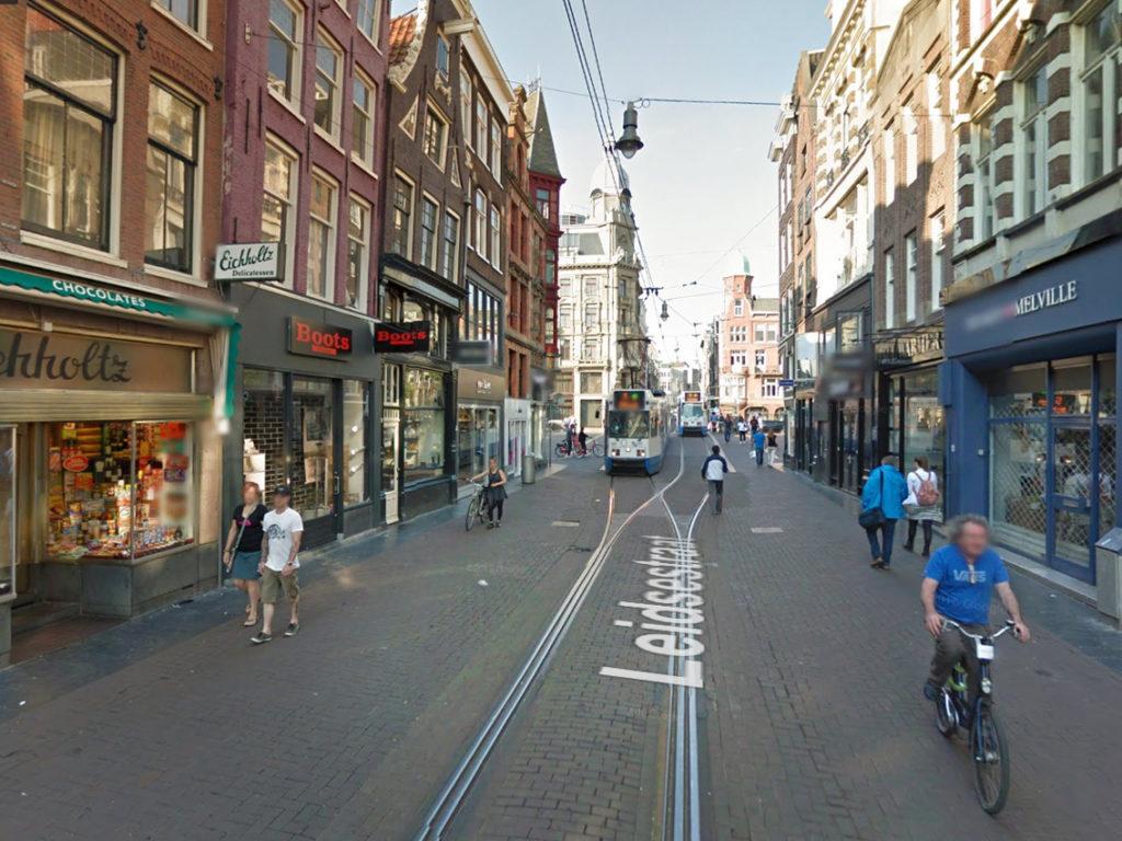 esempio_via_pedonale-con_tram_amsterdam_2
