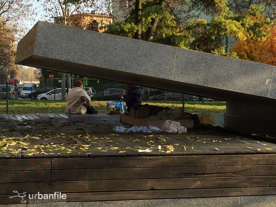 Milano | Corvetto - Piazzale Gabrio Rosa, un letto sotto la ...