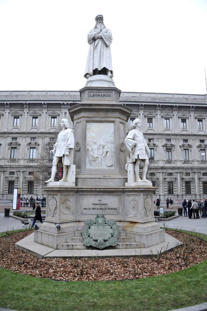 2016-12-19_piazza_scala_aiuole_leonardo_3