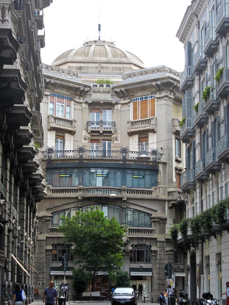 napoli_-_palazzo_mannajuolo_facciata