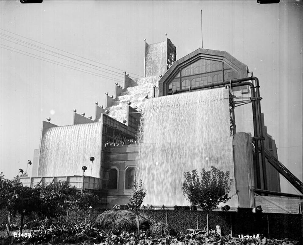 precotto-giochi-dacqua-temporanei-installati-presso-la-ricevitrice-nord-aem-milano-antonio-paoletti-13-settembre-1938