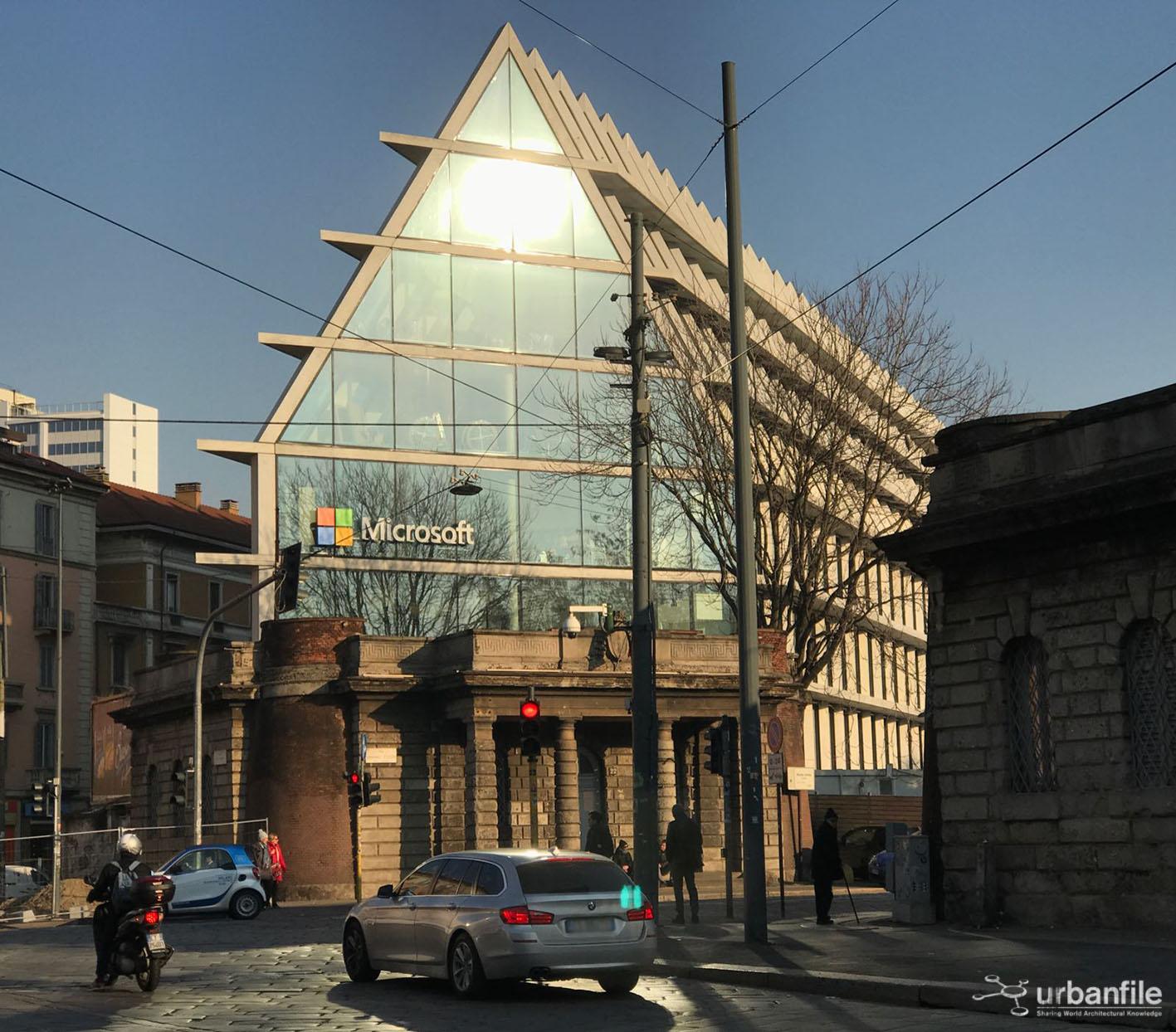 Milano porta volta il logo microsoft sulla serra di for Viale serra milano