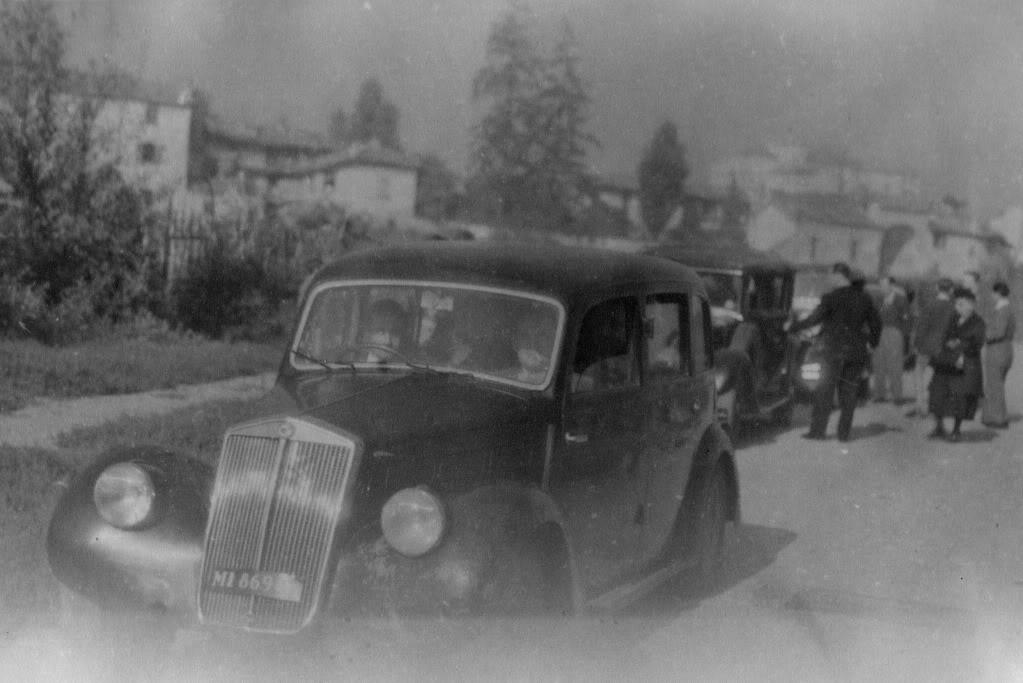 Una foto della Cascina Montalbino, sullo sfondo ripresa da Via Veglia 1940-43