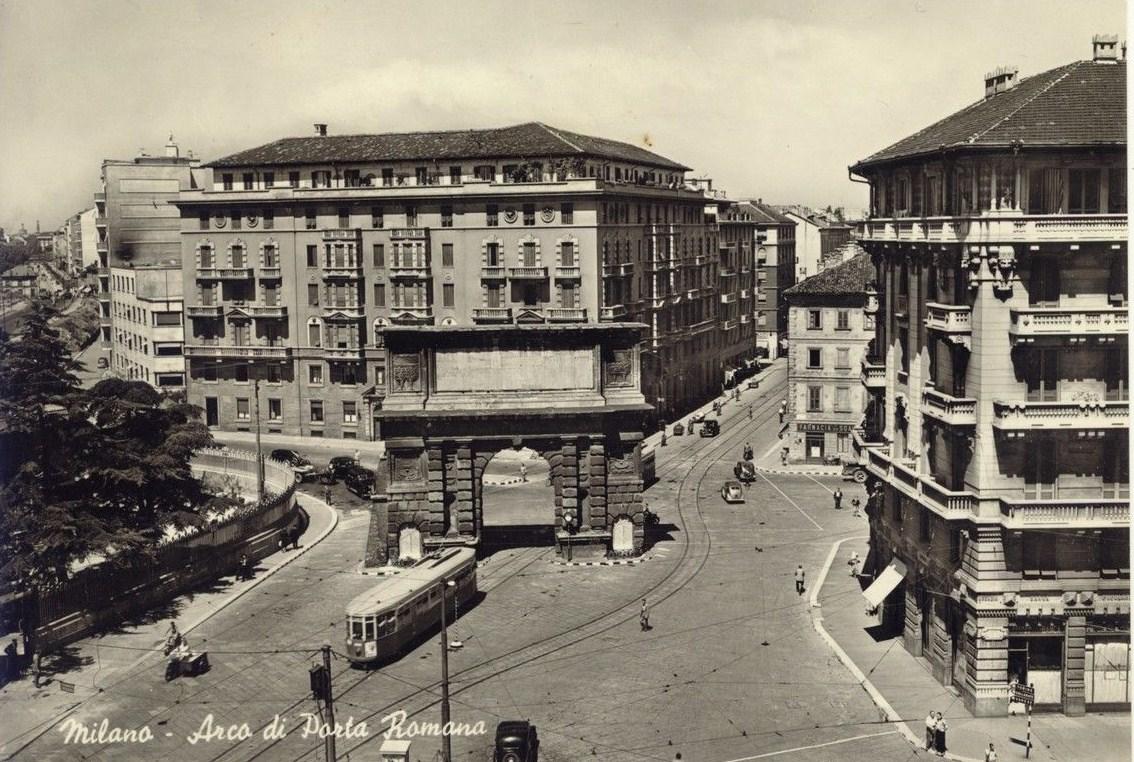 1952 porta romana il tram ancora passa sotto l 39 arco - Autoscuola porta romana milano ...