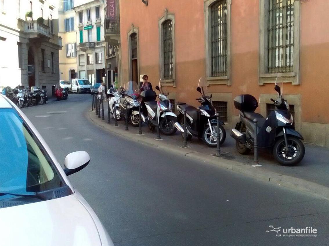 Milano   Vivibilità: parcheggi e motorini - Urbanfile Blog