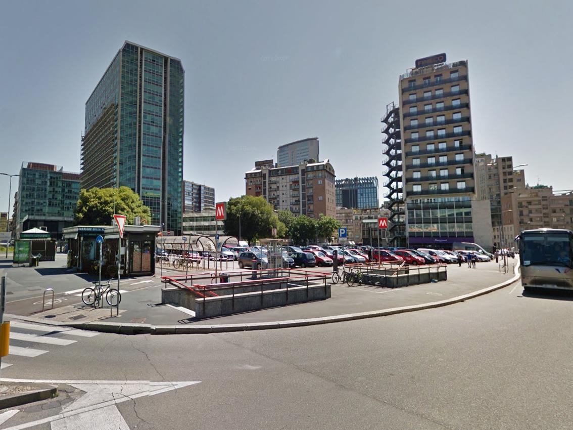 Milano centro direzionale venduto il terreno d 39 angolo for Abbellimento del lotto d angolo