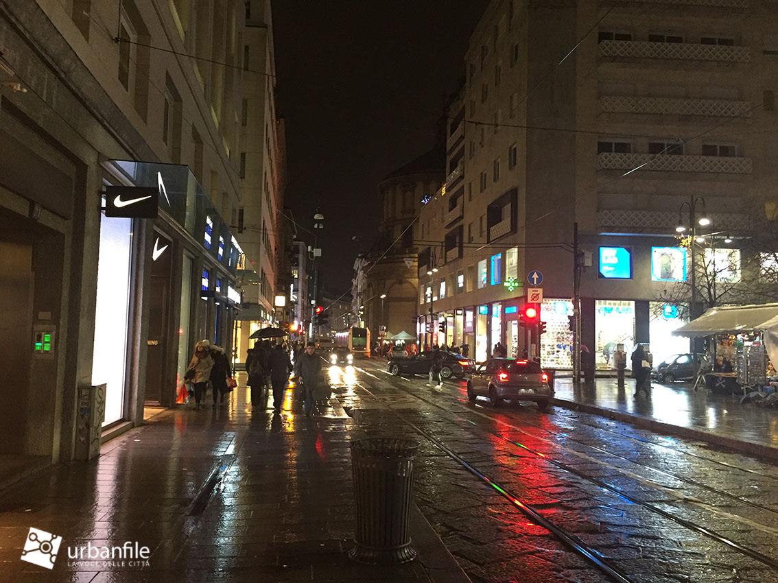 Milano cinque vie anche quest 39 anno il natale al buio for Vie di milano
