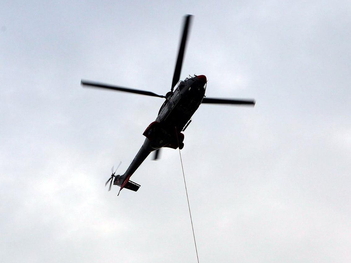 Elicottero Milano : Milano tre torri arriva la gru con lelicottero urbanfile blog