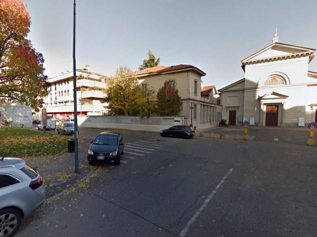 Niguarda_Piazza_Belloveso_3