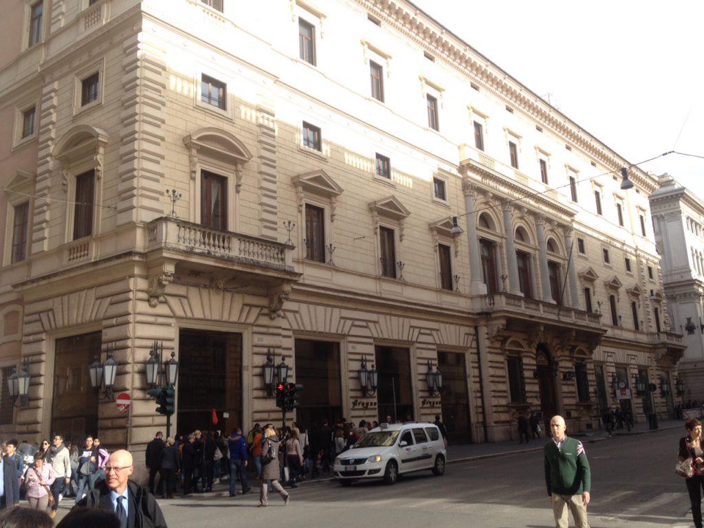 roma-palazzo-marignoli-apple-store