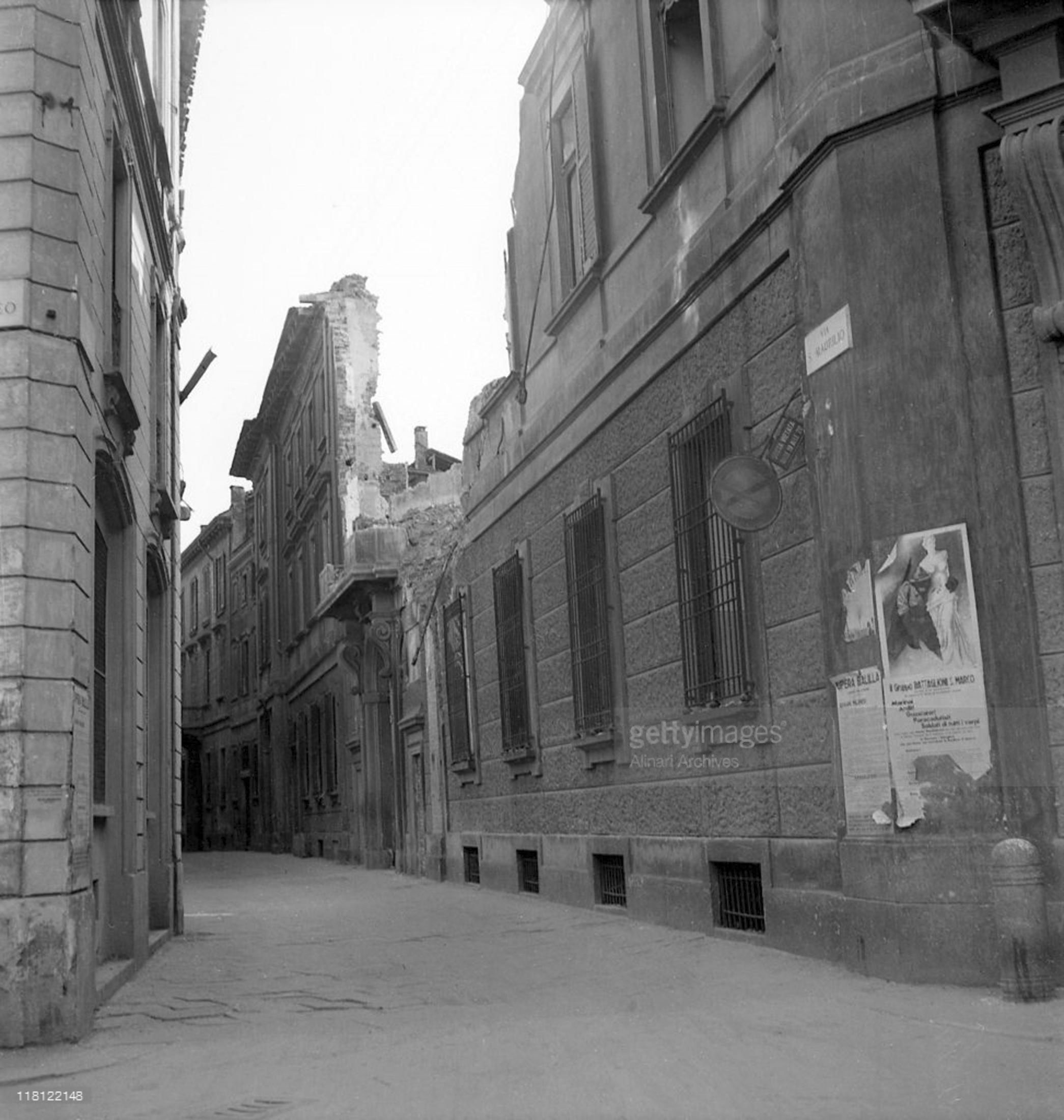 Via San Maurilio Milano via san maurilio palazzo borromei 1944 - urbanfile blog