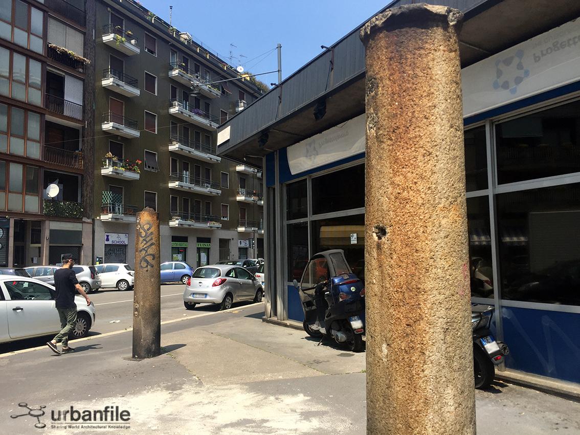 milano la fontana le due colonne di via lario