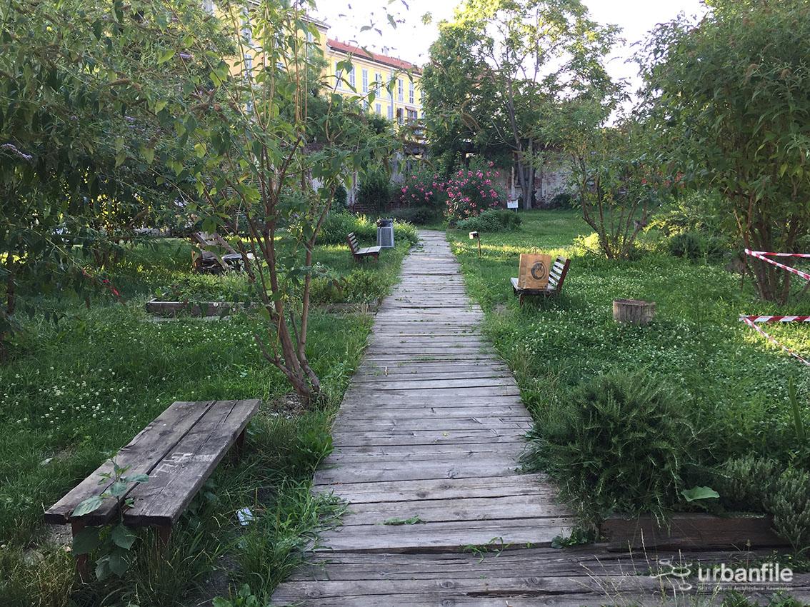 Milano porta volta la recinzione per il giardino comunitario lea garofalo urbanfile blog - Recinzione per giardino ...