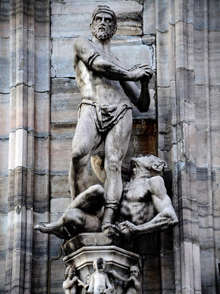 Milano Urbanfile - Duomo - La statua di Giobbe e il demone lato destro della cattedrale